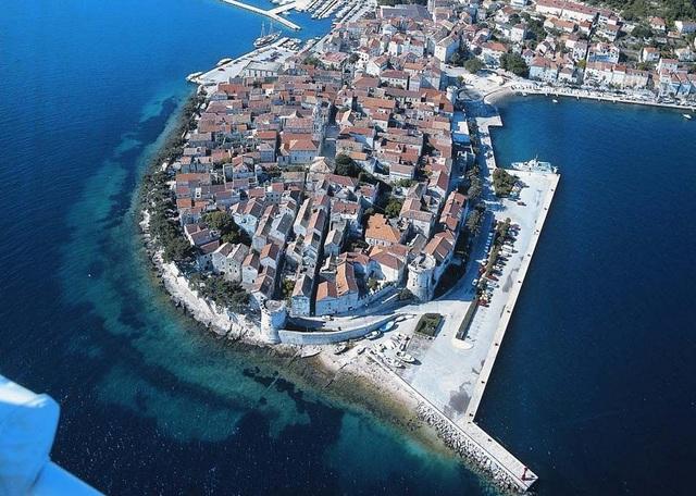 コルチュラ島旧市街旧市街を上から見ると、魚の骨のような形をしていることがわかる