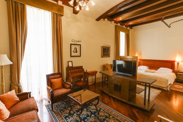 夏は連日満室になるドブロブニクのホテル。写真は旧市街内の5つ星ホテルPucic Palace