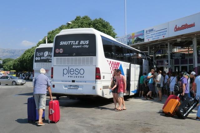 空港シャトルバスも発着。長距離バスが発着するターミナル