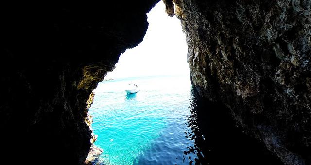 ラヴニク島の「緑の洞窟」 (C)Flickr/Yacht Rent