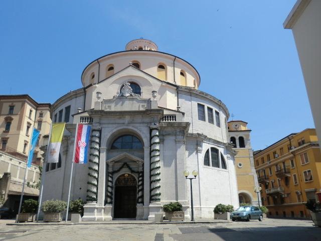 伝説が残る聖ヴィード大聖堂