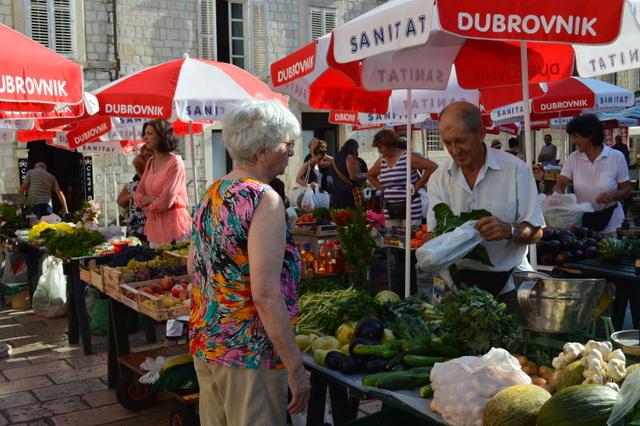 クロアチアでは市場であってもお客さんから値切ることは、あまりマナーのいいことだとは見なされていません