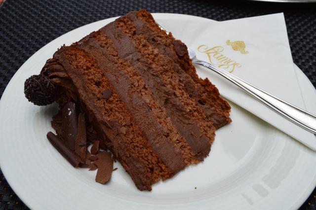 濃厚でおいしいチョコレートケーキ