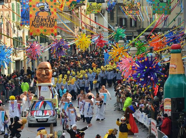 毎年1月~2月にかけてリエカ・カーニバルが行われます