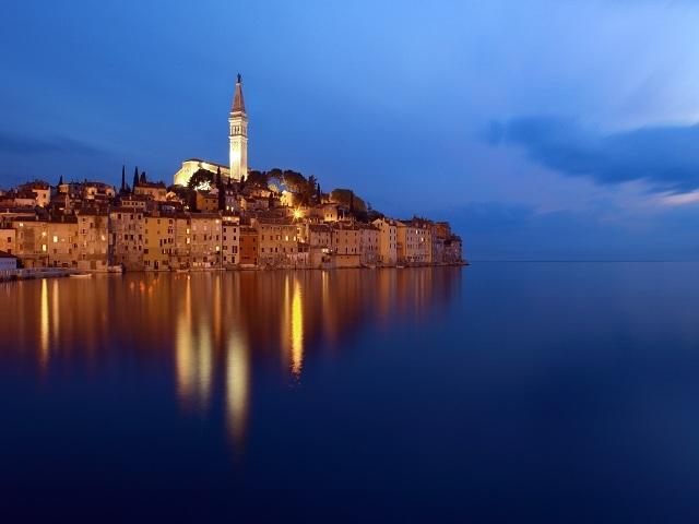 ロマンチックな海辺の町「ロヴィニ」
