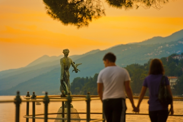 オパティヤを訪れたらひと目見たい「カモメと少女」 (C) Tourist Board Opatija