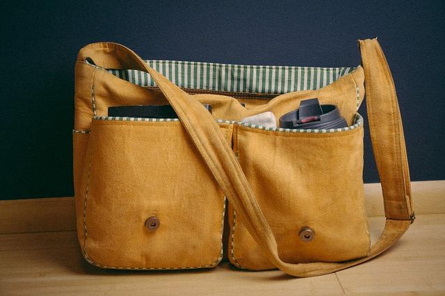 旅行用バッグは必ず口がしっかり閉まるものを!