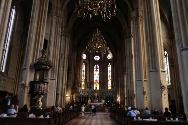 厳かで心休まる大聖堂内