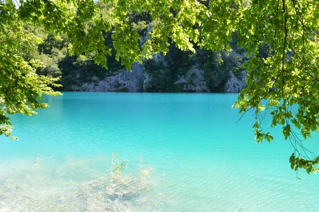夏は湖が一層美しく輝く
