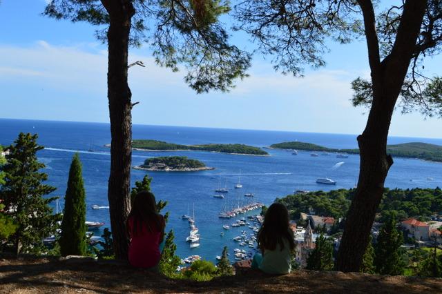 世界が恋する美しい島、フヴァル島