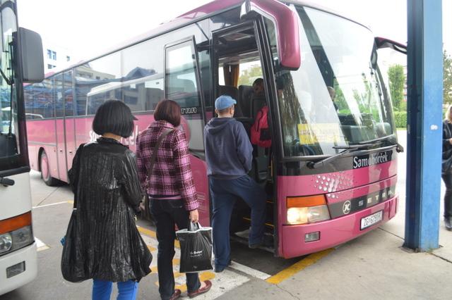 ザグレブ中央バスターミナルから出発するバスに乗ります