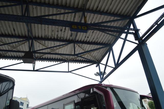 サモボル行のバスが発着するのは610番