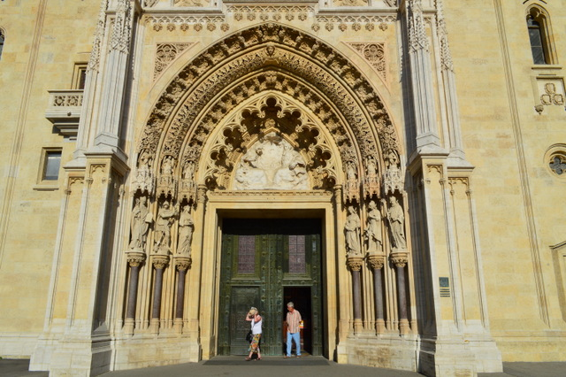 美しい大聖堂の入り口も必見!