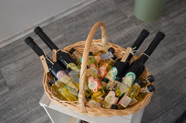 小瓶に入った香り付きのオリーブオイルはバラマキ土産にもおすすめ