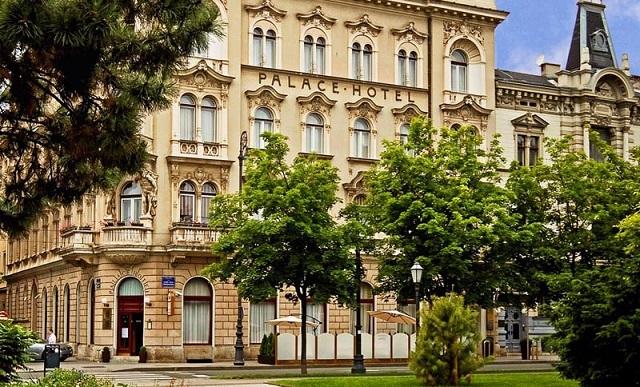 (C)Hotel Palace