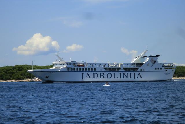 夏のクロアチア旅行では、ぜひフェリーに乗ってゆっくり船旅を楽しんで
