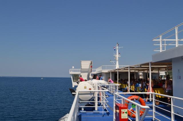 フェリーは甲板に出て、美しいアドリア海を満喫できます