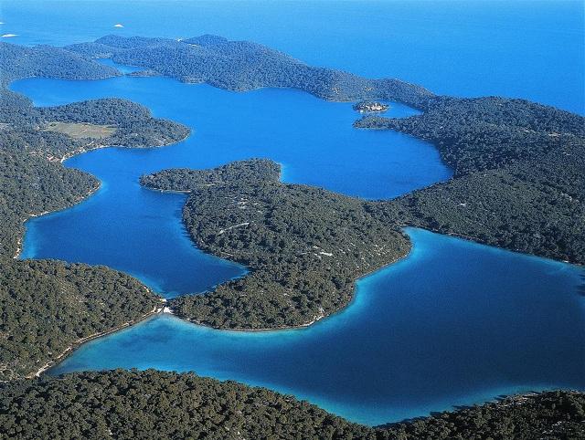 緑に覆われた美しい島「ムリェト島」 (C) Croatian national tourist board.  Author : Damir Fabijanic