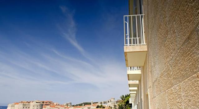 旧市街が一望できるバルコニー付の部屋がおすすめ(C)Adriatic Luxury Hotels