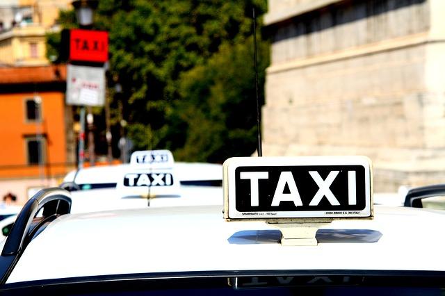 taxi-1184799_640