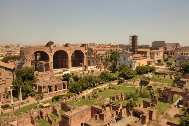 古代ローマ遺跡・フォロ・ロマーノ。スケールの大きさにびっくり・・・!