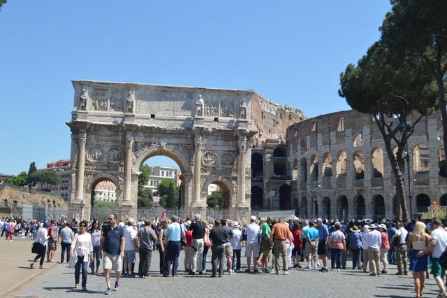 とにかく人が多いローマ