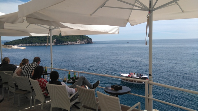 席からは美しいアドリア海が一望できます