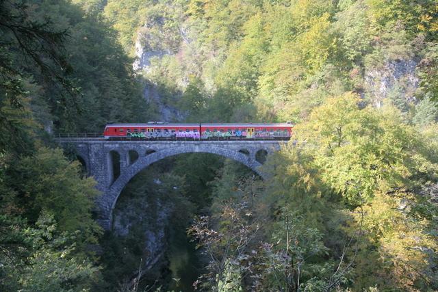 ヴィントガル渓谷に架かる鉄道橋 (C) Mirko Kunsic / www.slovenia.info