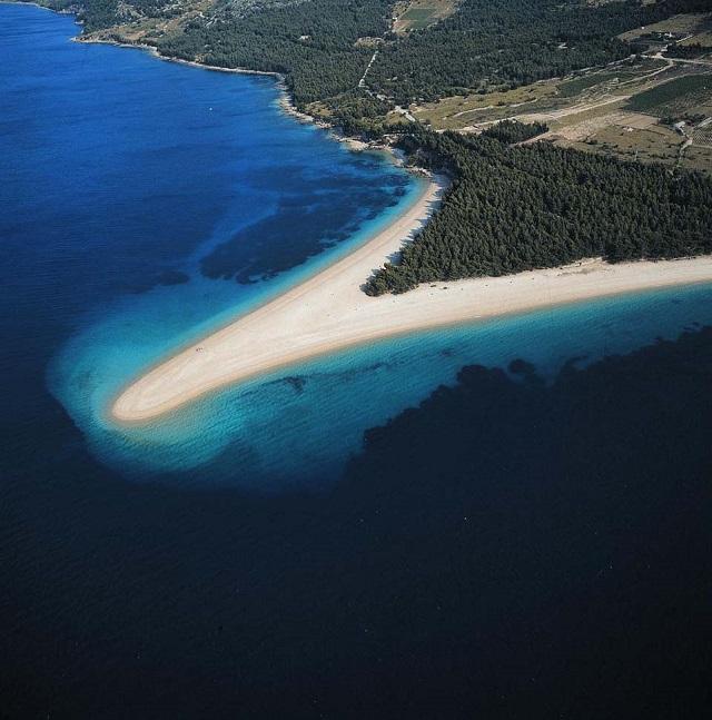 少しずつその形を変えるズラトニ・ラット (C)Croatian National Tourist Board