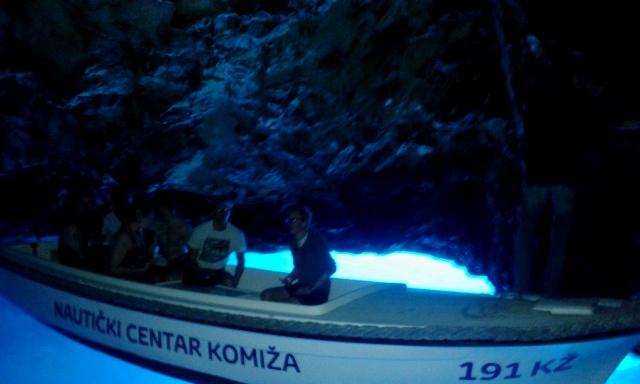 クロアチアにもある、神秘の青の洞窟!